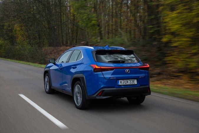 Wie man es von einem Elektroauto kennt, geht´s auch im Lexus flott voran. Foto: © Lexus