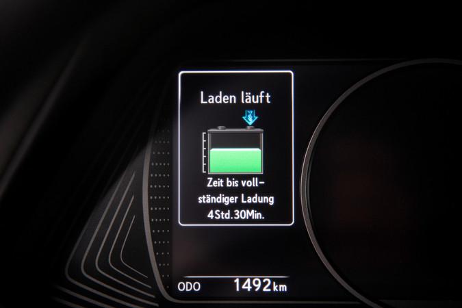 Das Laden der Lexus-Akkus dauert länger als bei anderen Stromern. Foto: © Lexus