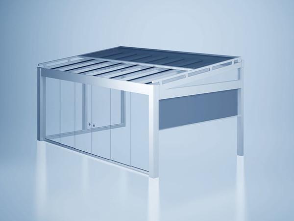 Durch die Kombination mit Sonnenschutz- und Schiebetürelementen werden Terrassenbereiche ganzjährig und wetterunabhängig nutzbar. Foto: © Heroal