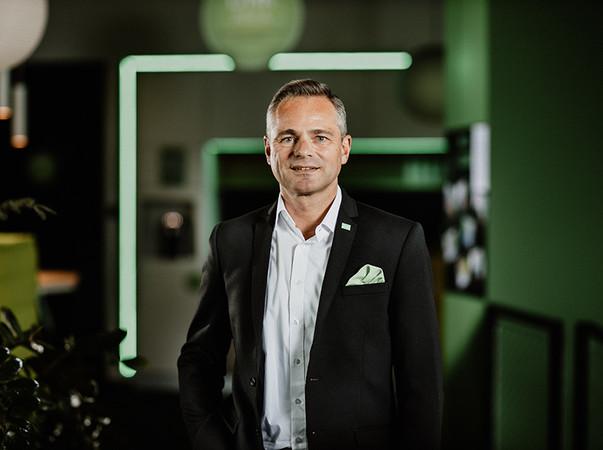 Rüdiger Keinberger, Vorsitzender der Geschäftsführung von Loxone: Den Kunden von PowerView bietet die Einbindung in die Loxone Lösung einen umfassenden Mehrwert in Sachen Komfort, Sicherheit und Energieeinsparung. Foto: © Loxone