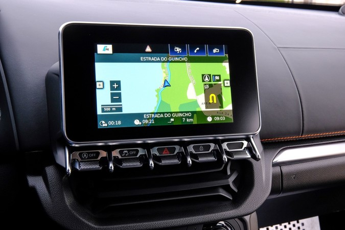 Über den Touchscreen-Monitor lassen sich auch Daten zum Ladedruck oder den G-Kräften abrufen. Foto: © Renault