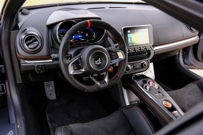 Im Alpine-Cockpit geht es puristisch zu. Foto: © Renault