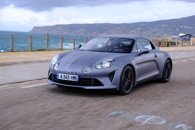 Ein geringes Gewicht sorgt für hervorragende Fahrleistungen sowie einer Menge Fahrspaß. Foto: © Renault