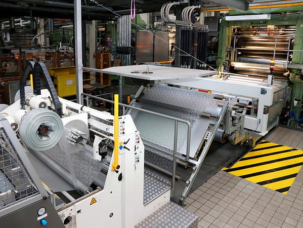 2023 wird die neue Folienanlage am Standort Weißbach in Betrieb gehen. Dadurch steht dann mehr Kapazität für die Folienherstellung zur Verfügung. Foto: © Continental