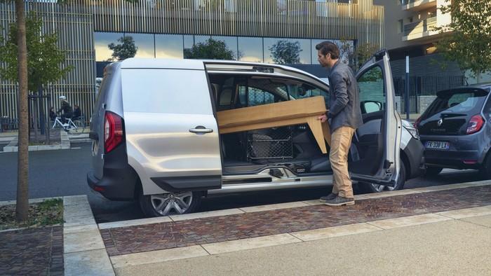 Der neue Renault Kangoo hat die breiteste Seitentür dank einer in Schiebe- und Beifahrertür integrierte B-Säule. Foto: © Renault