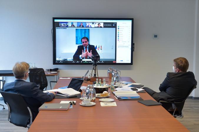 Digital zugeschaltet war der Chef der Staatskanzlei Nathanael Liminski. Foto: © Rolf Göbels/WHKT