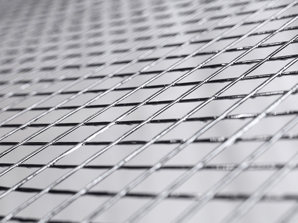 Die innovative Carbon-Bewehrungsmatte solidian Grid wird zum Bau des dreidimensional geschwungenen Daches herangezogen. Foto: © solidian