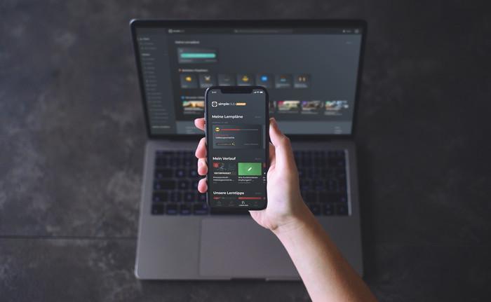 Mit simpleclub kann über PC, Smartphone oder Tablet gelernt werden. Foto: © simpleclub