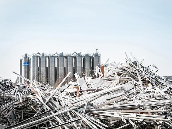 Die Recyclinganlage in Diksmuide / Belgien ist mit einer Kapazität von 45.000 Tonnen pro Jahr eine der größten in Westeuropa. Sowohl Altfenster wie Profilverschnitt werden hier nun auch für deutsche Fensterhersteller recycelt. Foto: © Deceuninck Germany