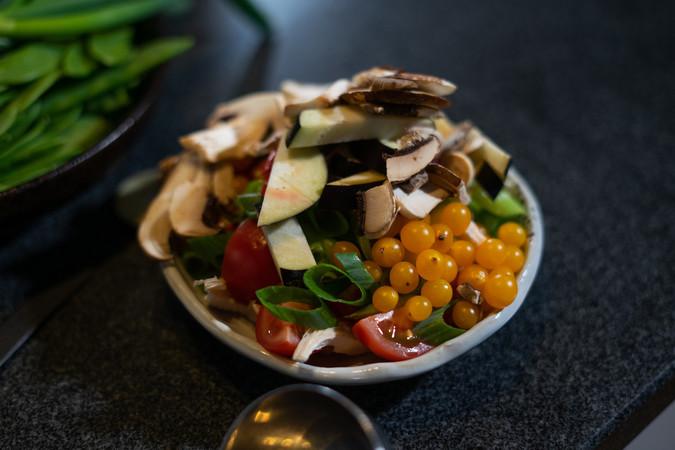 In den Gerichten von Anthony Sarpong steckt viel gesundes Gemüse. Foto: © Marvin Evkuran