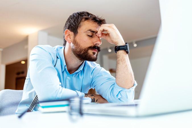 Ein falscher Mausklick kann Hackern Tür und Tor zu vertraulichen Kundendaten öffnen. Foto: © ljubaphoto/iStock.com
