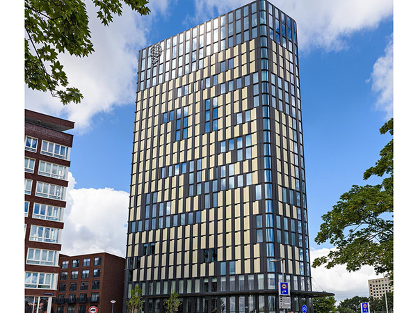 Durch den Einsatz von Aluminium in der Fassade konnte das QO Hotel in Amsterdam mit der LEED Platin Zertifizierung geehrt werden. Foto: © Hueck