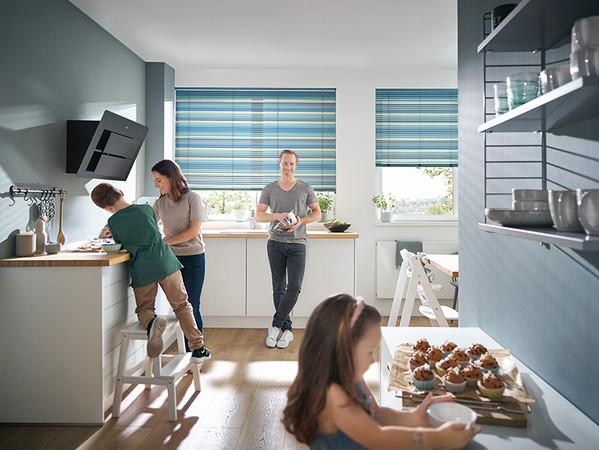 Mit den stilvollen Streifendesigns der Aluminiumjalousien wird jedes Fenster zum absoluten Highlight. Foto: © Kadeco