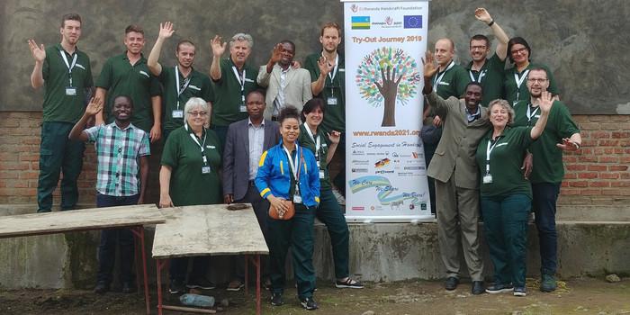 Norbert de Wolf und das Team der EURwanda Handcraft Foundation e.V. hoffen, bald wieder mit jungen Handwerkerinnen und Handwerkern nach Ruanda fliegen zu können. Foto: © EURwanda Handcraft Foundation