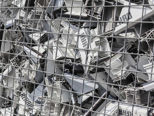 Das Windor Werk in Bleicherode führt die Produktionsabfälle aus der Kunststofffensterfertigung in den Recycling-Kreislauf zurück. Foto: © Winkhaus/Windor