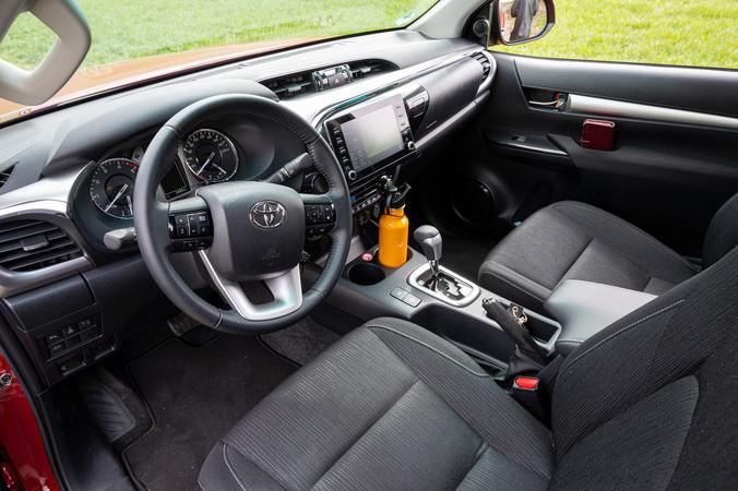 Das Interieur des Toyota Hilux im Modelljahr 2021. Foto: © Martin Bärtges