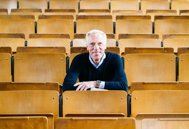 Prof. Dr. Ingo Froböse im Hörsaal der Deutschen Sporthochschule Köln. Foto: © Sebastian Bahr