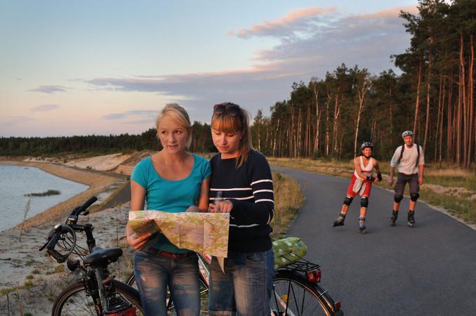Auf Erlebnistour mit dem Rad Foto: © Tourismusverband Lausitzer Seenland e.V. /Foto: Nada Quenzel