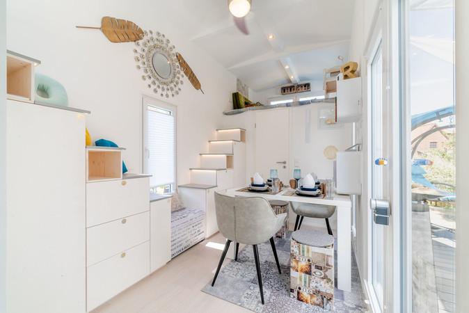 Eleganz auf wenigen Quadratmetern: Die Häuschen lassen sich ganz individuell gestalten. Foto: © Tiny House Diekmann/iStock.com