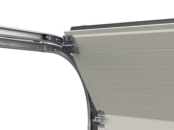 Die verbesserte Zargenkonstruktion ermöglicht durch optimierte Laufschienenradien und vergrößerte Laufrollen einen leiseren und verschleißarmen Torlauf. Foto: © Hörmann