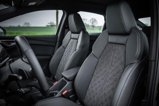 Die Sitze lassen sich auch mit Polstern aus recycelten PET-Flaschen ausstatten. Foto: © Audi