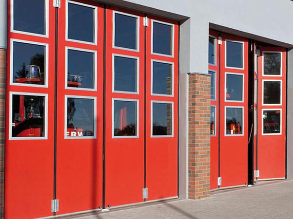 Auch bei Stromausfall lassen sich Feuerwehr-Tore öffnen - per Hand. Foto: © Teckentrup