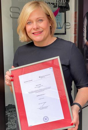 Beatrice Huth hat den Studiengang Business Administration Beauty Management erfolgreich abgeschlossen. Foto: © ZV Friseurhandwerk