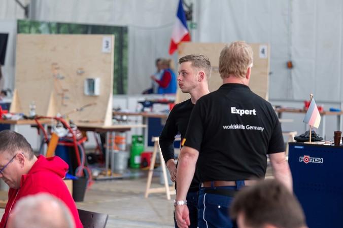 Bundestrainer Karsten Beermann (r.) und Kälte- und Klimatechniker Lukas Brenne Foto: © WorldSkills Germany/Frank Erpinar
