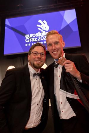 Bronzemedaillengewinner Julian Wally (r.) und Bundestrainer Aaron Knust Foto: © WorldSkills Germany/Frank Erpinar