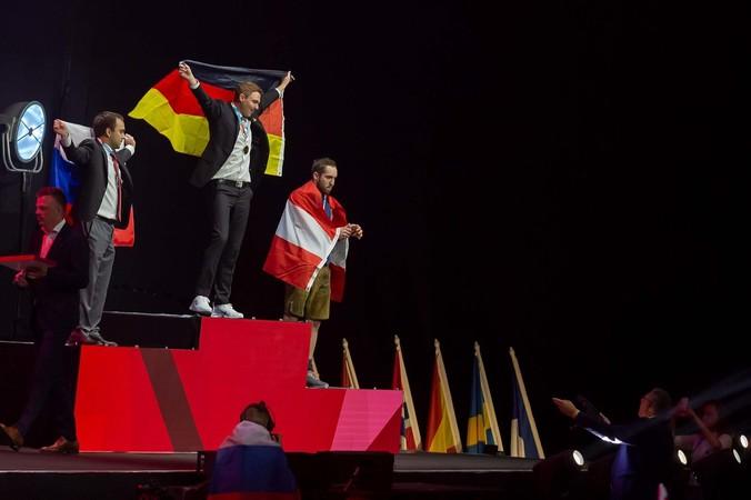 Ganz oben auf dem Treppchen bei den EuroSkills 2021: Fliesenleger Yannic Schlachter Foto: © WorldSkills Germany/Frank Erpinar