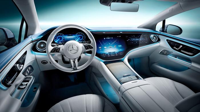 Die riesige Bildschirm-Landschaft am Cockpit beeindruckt. Foto: © Mercedes