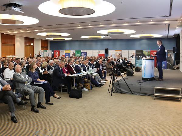 250 Teilnehmerinnen und Teilnehmer kamen ins Radisson Blu Hotel im Berliner Stadtzentrum. Damit war die die VFF-Jahrestagung voll ausgebucht. Foto: © Vössing
