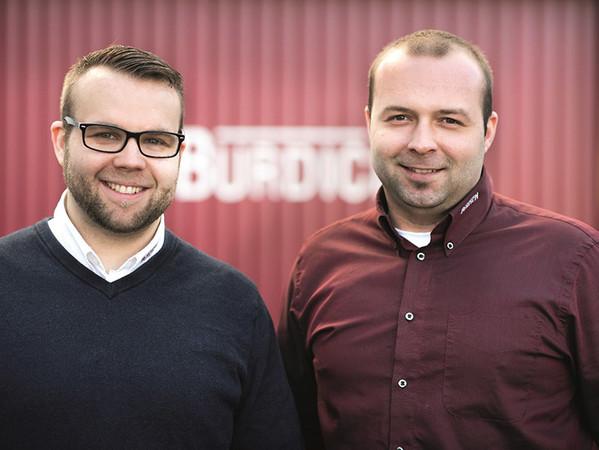 Marius (links) und Jurian Burdich haben 2014 die Geschäftsleitung von ihrem Vater übernommen. Foto: © Burdich Sonnenschutz